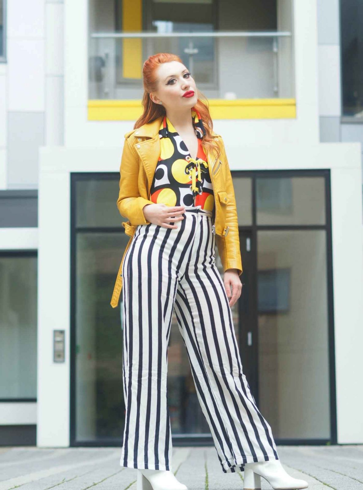 Blogger Twenty-Something City bold retro striped trousers look