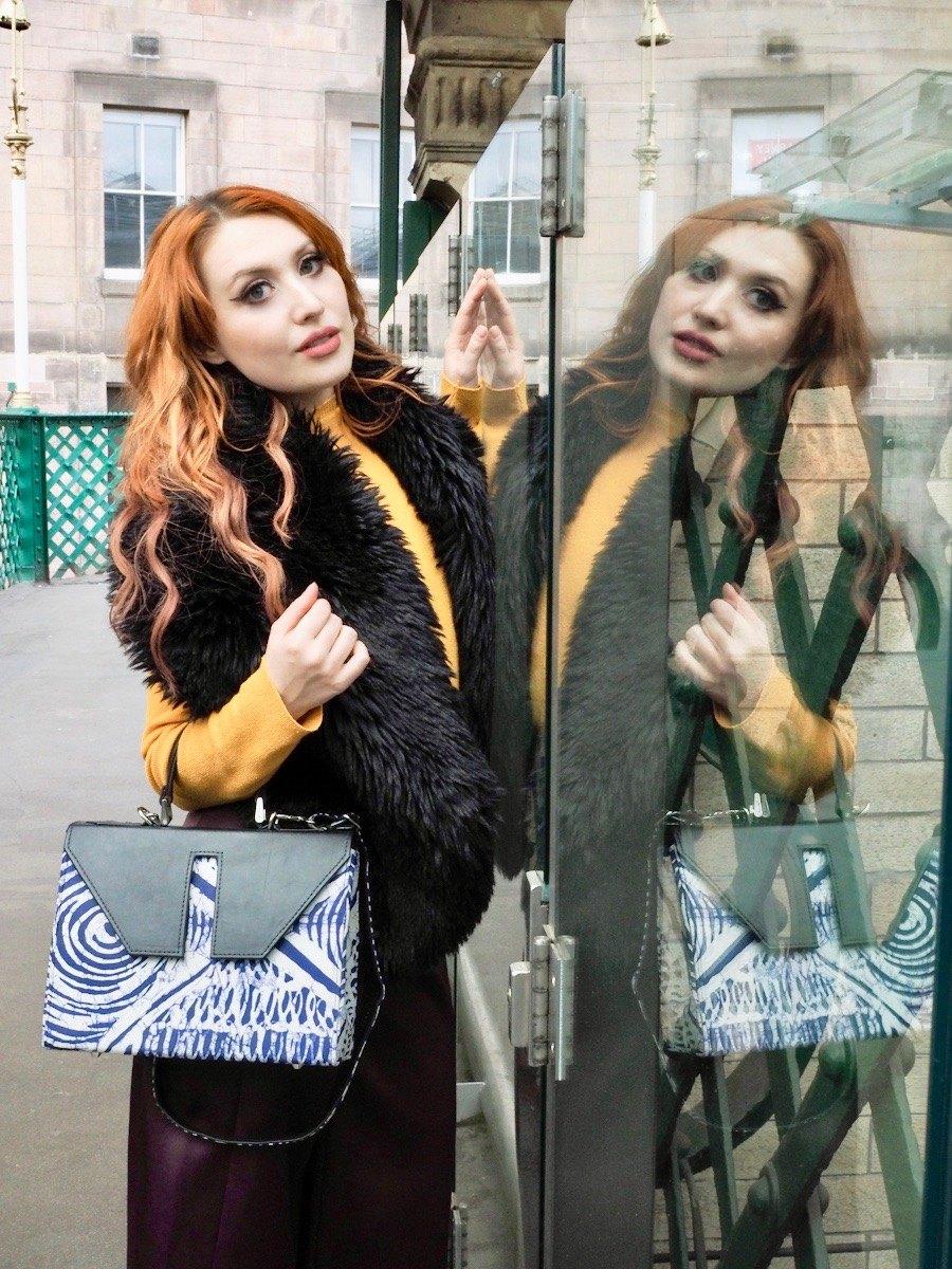 Edinburgh blogger Twenty-Something City models Leyelesi colourful print bag